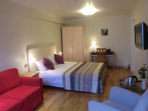 Ein Bett oder Betten in einem Zimmer der Unterkunft Lavik Fjord Hotell