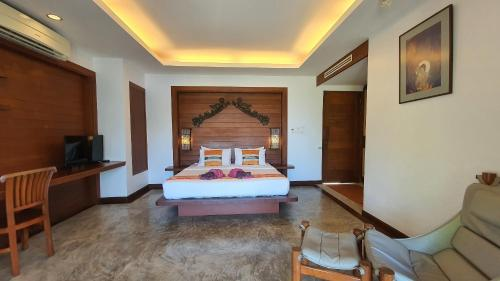 A bed or beds in a room at Andalay Boutique Resort