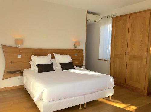 A bed or beds in a room at Villa Elisa M