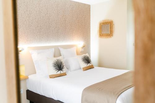 Ein Bett oder Betten in einem Zimmer der Unterkunft Hôtel Le C - Boutique Hôtel
