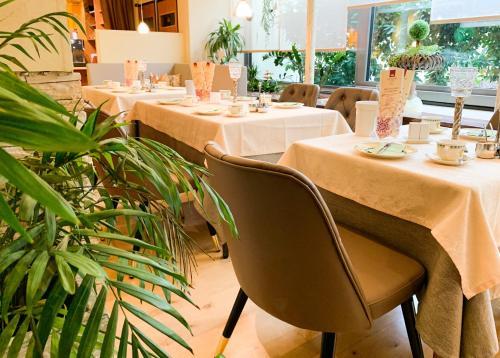 Ein Restaurant oder anderes Speiselokal in der Unterkunft City Hotel Ost am Kö