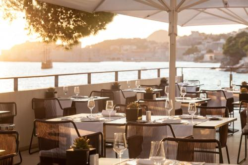 A restaurant or other place to eat at Villa Dubrovnik