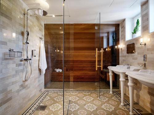 A bathroom at Villa Ammende Restaurant and Hotel