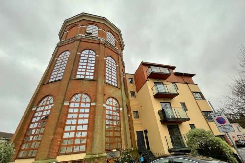 Braintree Town Centre - The Water Tower Serviced Apartments Sleeps 2