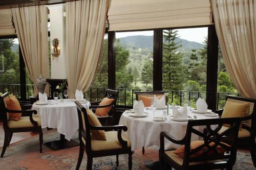 A restaurant or other place to eat at Cameron Highlands Resort