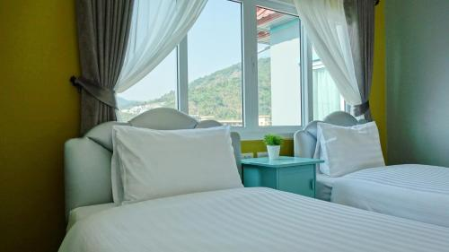 A bed or beds in a room at Kata Bai D