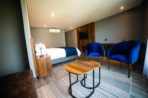 A bed or beds in a room at Café Hotel Medellín