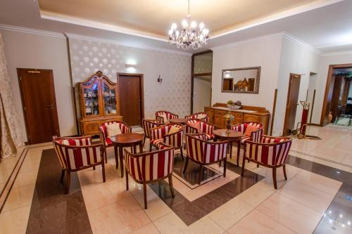 A restaurant or other place to eat at Hotel Giovanni Giacomo