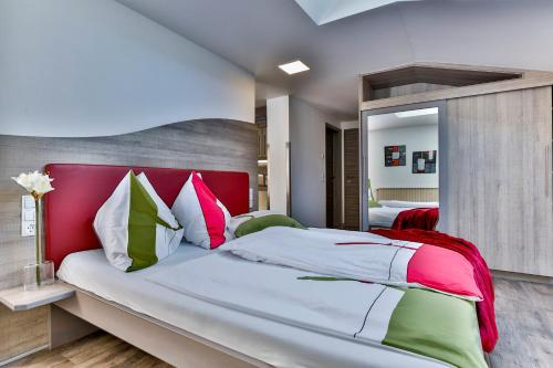 A bed or beds in a room at Jugendsporthotel Bachlehen und Johanneshof