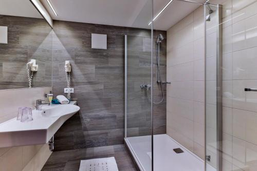 A bathroom at Jugendsporthotel Bachlehen und Johanneshof