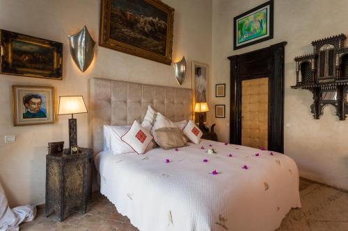 Un ou plusieurs lits dans un hébergement de l'établissement Le Palais Rhoul and Spa