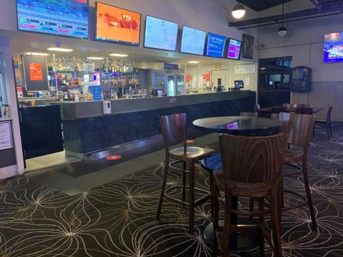 The lounge or bar area at Prospect Hotel Motel