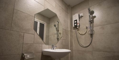 A bathroom at Hexa Hotel & Backpackers Bukit Bintang