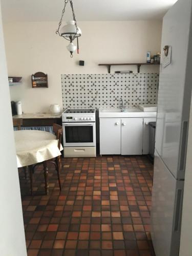 A kitchen or kitchenette at Maison de campagne idéal pour se ressourcer