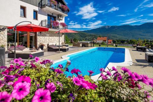 Piscine de l'établissement Guest House Plitvice Hills ou située à proximité