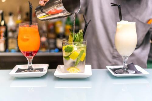 Drinks at Hotel Madanis