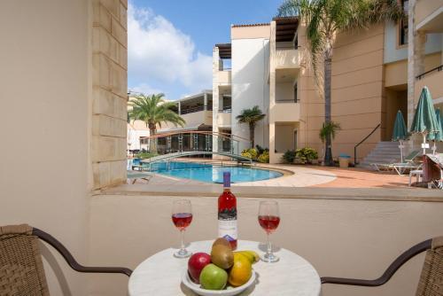 Piscina di Creta Palm Resort Hotel & Apartments o nelle vicinanze