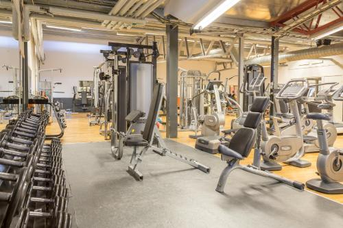 The fitness center and/or fitness facilities at Hotell Moskogen