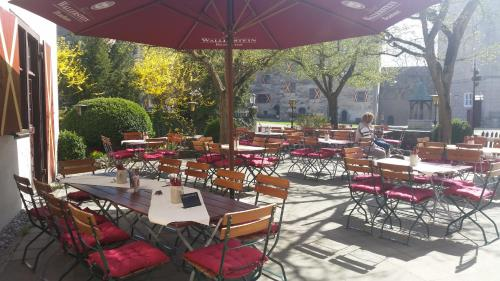 A restaurant or other place to eat at Schlosshotel Harburg