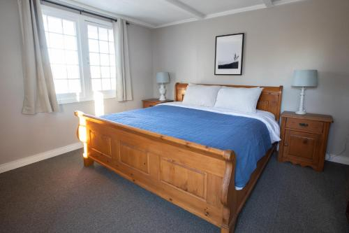 A bed or beds in a room at Bonnie View Inn