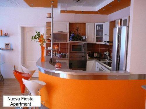 Kuchyň nebo kuchyňský kout v ubytování Nueva Fiesta Apartment