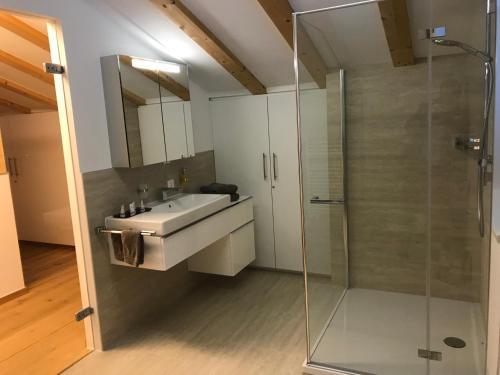 Ein Badezimmer in der Unterkunft Grischuna Mountain Lodge