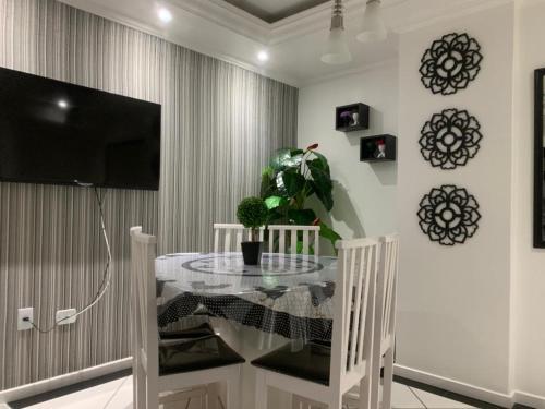 A television and/or entertainment centre at Apartamento Praia Central