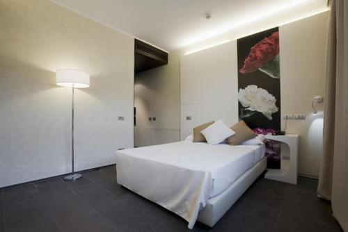A bed or beds in a room at Hotel City Parma