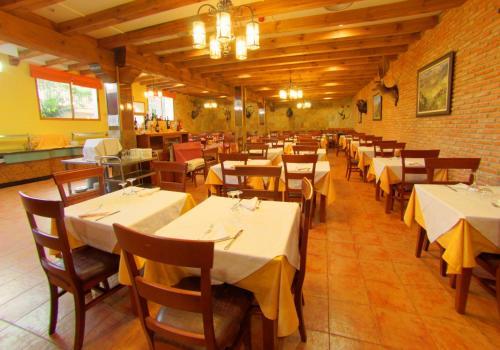 A restaurant or other place to eat at Hotel Balneario Parque de Cazorla