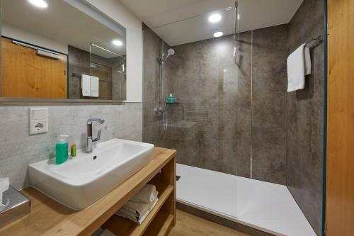 Ein Badezimmer in der Unterkunft Hotel & Ferienappartements Edelweiss