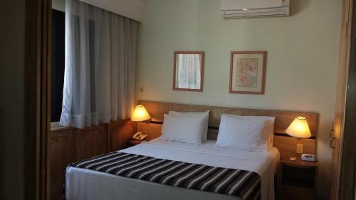 Cama ou camas em um quarto em The Landmark Residence