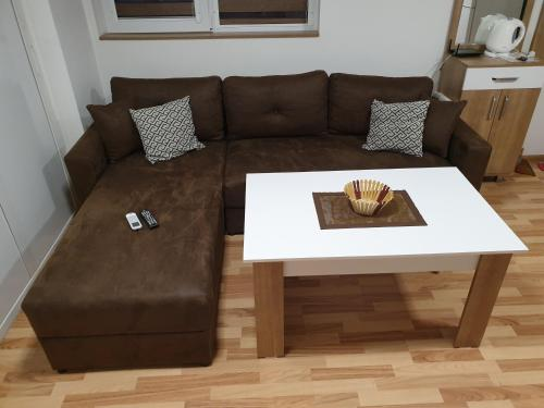 A seating area at Sky Apartments