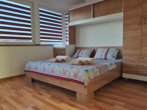 A bed or beds in a room at Sky Apartments