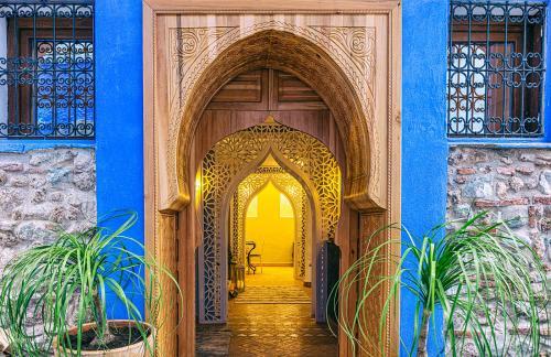 The facade or entrance of Riad Nila