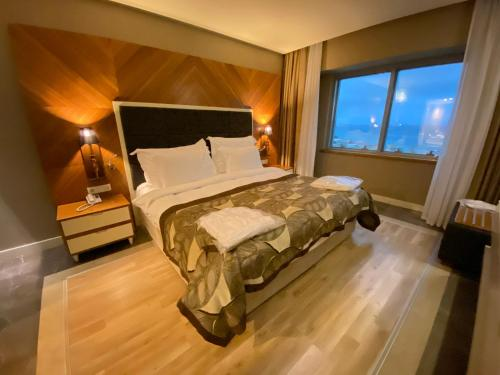 A bed or beds in a room at Kolin Hotel