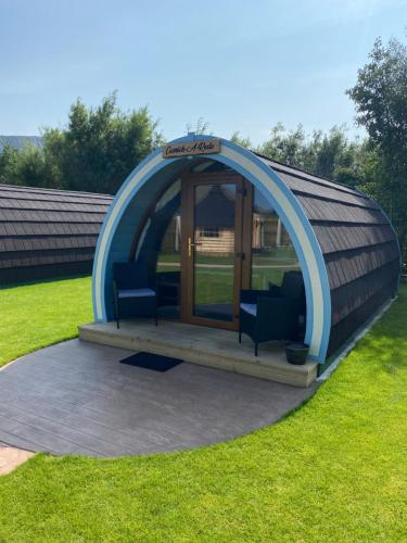 Benone Getaways- 'Carrick-A-Rede' Luxury Glamping Pod- with Hot Tub