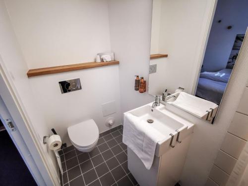 A bathroom at Hotel Sisimiut