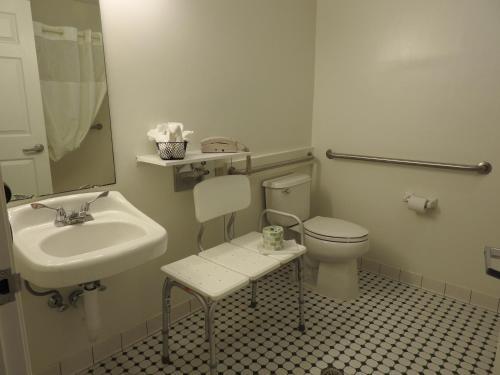 A bathroom at Inn at Cemetery Hill