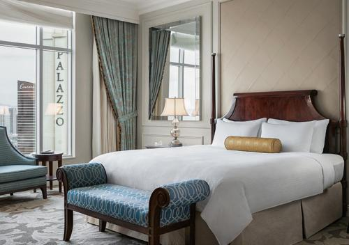 A bed or beds in a room at The Venetian® Resort Las Vegas