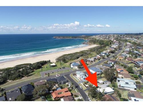 A bird's-eye view of Jones Beach Haven Studio - Kiama Downs Beachside Escape