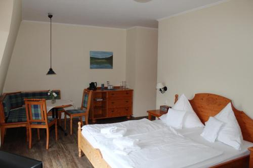 A bed or beds in a room at Hotel Wernerwald