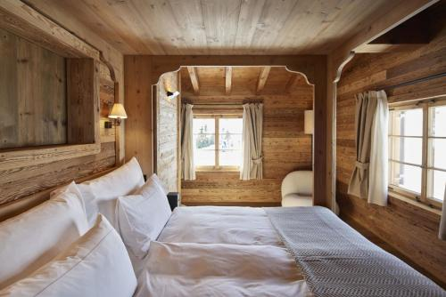 A bed or beds in a room at Berghuus Radons