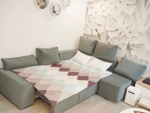 A bed or beds in a room at Двухкомнатные апартаменты AngelHome