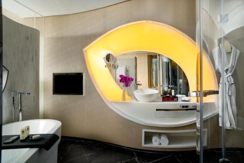 A bathroom at Sofitel Kunming