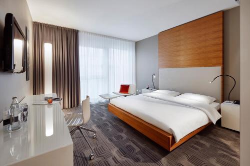 Ein Bett oder Betten in einem Zimmer der Unterkunft LÉGÈRE HOTEL Luxembourg