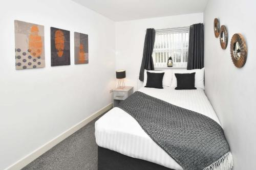 A bed or beds in a room at We're open! Mayer House, City Centre Location!
