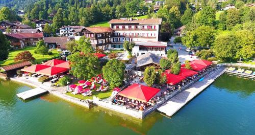Blick auf Seehotel Schlierseer Hof aus der Vogelperspektive
