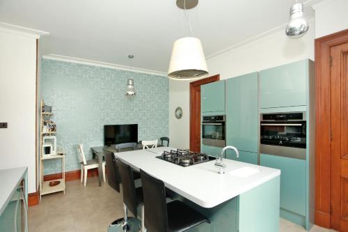 Hamilton Luxury Apartment