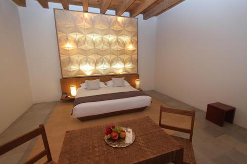 A bed or beds in a room at Hotel Azul de Oaxaca