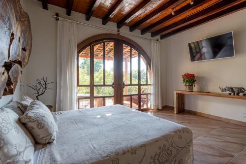 A bed or beds in a room at Suites La Hacienda